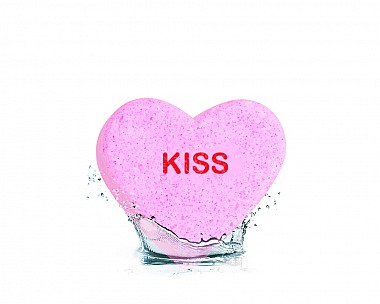 Essentials Kiss Heart Bath Bomb