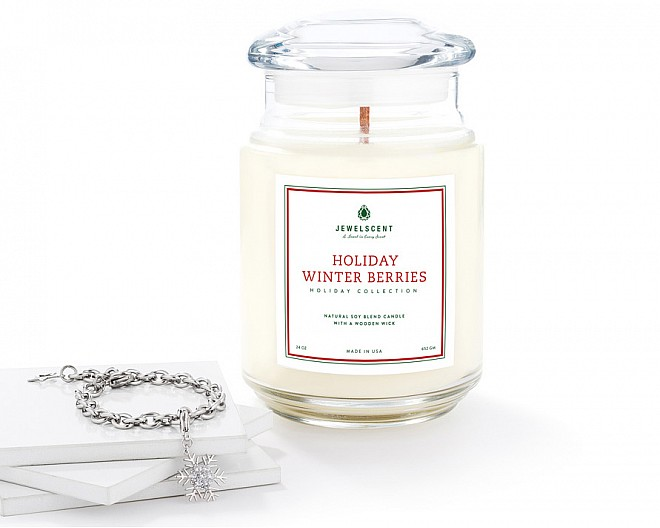 Holiday Winter Berries Large Wood Wick Bracelet Candle